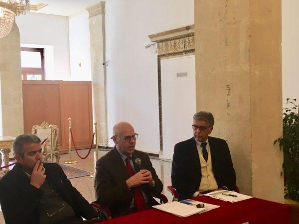 professore Placido Bramanti, il commissario straordinario dell'Irccs, Vincenzo Barone e Giuseppe Cappello, dirigente dell'Ufficio scolastico territoriale di Messina.